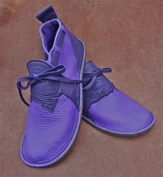 Handmade Violet Leather Shoes - Purple Bull Hide - NO SHOES Lightweight Vibram Sole Deer Skin Trim - Custom Made or stock Size 5, 6, 7, 8, 9, 10......! These n0shoes are made with the minimalist footwear person in mind. walking in them is like being barefoot yet they will stand up to any conditions, in or outdoors. the vibram sole is light strong and extremely flexible. so soft and naked, this bull hide. good to cuddle your feet Would you like these with orange or green? OR ____? The…