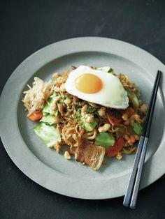 モチモチ麺に甘辛ソースで味わいハイレベル!|『ELLE a table』はおしゃれで簡単なレシピが満載!