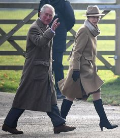 Princess Anne leads the way as she, Prince Charles, Prince Edward, Lady Louise and Sir Tim Laurence arrive at St Mary Magdalene Church in Sandringham on 29 December 2019 Royal Navy Officer, St Mary Magdalene Church, Lady Ann, Lady Louise Windsor, Queen Pictures, Hm The Queen, Elisabeth Ii, British Royal Families, Princess Eugenie