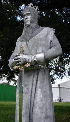 Flamingfun.com - Medieval King Arthur Living Statue