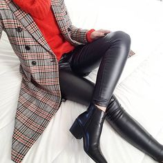 Image may contain: one or more people and shoes via Fall Outfits For Work, Casual Work Outfits, Classy Outfits, Work Fashion, Fashion Looks, Fashion Outfits, Outfits Otoño, Classy Casual, Casual Looks