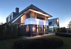 VILLA W2 - interior | architecture | totaal concepten | interieur | tuinplan - Marco van Veldhuizen Villa Design, House Design, Hillside House, Build Your Own House, Interior Garden, House Goals, Exterior Design, Future House, Interior Architecture
