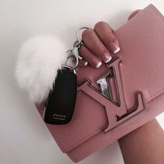 LV Handbags New LV Collection For Louis Vuitton Handbags,Must have it Louis Vuitton Handbags, Purses And Handbags, Tote Handbags, Gucci Handbags, Handbags Online, Burberry, Pochette Louis Vuitton, Shopper, Cute Bags