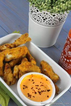 Chicken goujons are like an adult version of chicken nuggets, but healthier! Served with a spicy sriracha mayo for dipping, these make such a great meal! Chicken Nuggets, Chicken Wings, Chicken Goujons, Spicy, Meals, Healthy, Ethnic Recipes, Attitude, Food