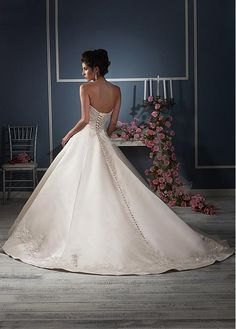 Amazing Satin Sweetheart Neckline Ball Gown Wedding Dresses with Beaded Lace Appliques