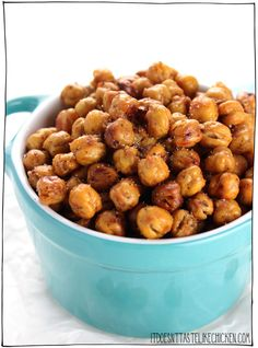 Crispy Crunchy Roasted Chickpeas. The secret to getting them extra crispy is to dry roast them first, and then season them at the last minute. This is an easy to make, healthy, vegan, 5 ingredient snack that everyone will love. #itdoesnttastelikechicken #vegansnack #veganrecipes #chickpeas