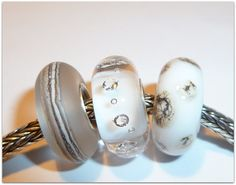 Luccicare Lampwork Beads  Winter's Day Trio  Lined door Luccicare