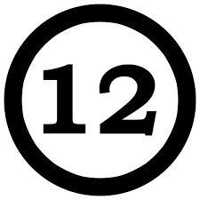 Het cijfer 12 is het cijfer dat op zijn voorhoofd staat.