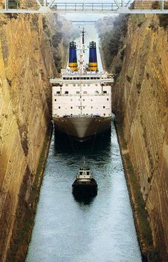 The Corinth Canal Old Greek, Ancient Greek, Corinth Canal, Engineering Works, Santorini, Athens, Places To See, World, Amazing