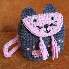 Stricken Kinder Tasche Modelle – Songül Demirtaş – Join in the world of pin Crochet Handbags, Crochet Purses, Knitted Gloves, Knitted Bags, Knitting For Kids, Crochet For Kids, Cute Crochet, Crochet Baby, Crochet Scarf Tutorial
