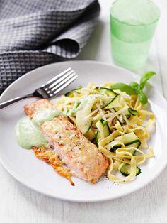 Dagens Nyheter: Parmesanlax med basilikasås och pasta
