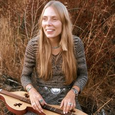 Joni Mitchell explains the story behind her song Carey.   A really good story about a great song