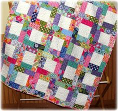 Scrappy quilt patterns are the equivalent of old-fashioned quilts. Colchas Quilting, Scrappy Quilt Patterns, Jellyroll Quilts, Easy Quilts, Small Quilts, Quilting Projects, Quilting Designs, Quilt Blocks, Scrappy Quilts