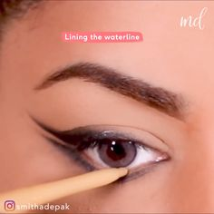 An easy two-step double-winged liner to wear all the time! By hacks for teens girl should know acne eyeliner for hair makeup skincare Double Winged Eyeliner, Eyeliner For Hooded Eyes, Perfect Winged Eyeliner, Winged Eyeliner Tutorial, Winged Liner, How To Wear Eyeliner, Eyeliner Wing, Eyeliner Hacks, Eyebrow Makeup Tips