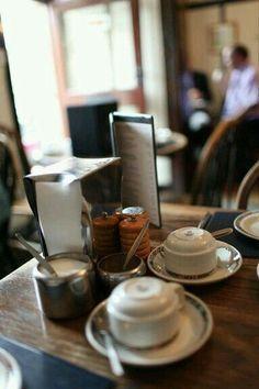"""Chemex coffee"" by caleblewis broccoli rabe & egg pizza cafe Paris My Coffee Shop, I Love Coffee, Coffee Break, Morning Coffee, Coffee Shops, Corner Cafe, Coffee Corner, Café Bistro, Chemex Coffee"