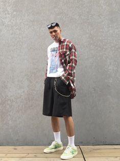 Sneaker : Converse golf Top : howlkee 51% Pants :
