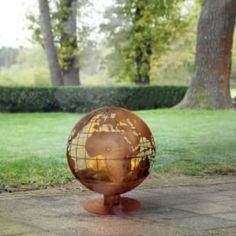 Vuurbal ... de wereld brand   Terras, barbecue & VUUR   Steeg80 moestuin enzo Indoor Watering Can, Fallen Fruits, World Map Design, Esschert Design, Log Fires, World On Fire, Map Globe, Spiritus, Bonfire Night