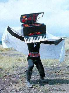 Sing us a song the piano man...ピアノ仮面(苗字は竹本)