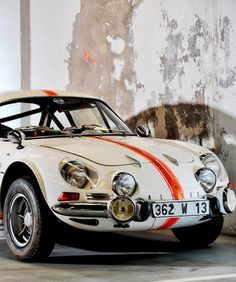 Renault Alpine-What a gorgeous automobile! Alpine Renault, Renault Sport, Classic Sports Cars, Classic Cars, Retro Cars, Vintage Cars, Opel Gt, Love Car, Rally Car