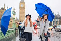 friends portrait london outdoor street style photo shoot fashion rainy day westminster big ben carnaby street green park winter piccadilly (42)
