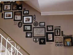 Caro's Thrifty Adventures: Picture Frames on staircase wall White Picture Frames, Picture Wall, Black Frames, Picture Ideas, Staircase Pictures, Staircase Diy, Staircase Frames, Picture Arrangements, Frame Arrangements