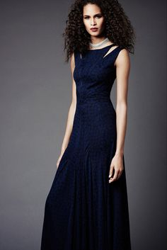 The complete Zac Posen Pre-Fall 2015 fashion show now on Vogue Runway.
