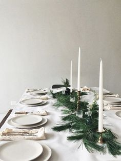 green and white dinner table christmas