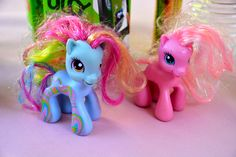 my little pony Anniversaire My Little Pony, Christmas Ornaments, Holiday Decor, Home Decor, Decoration Home, Room Decor, Christmas Jewelry, Interior Design, Christmas Decorations