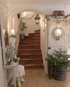 Latest Screen French Country Decorating cottages Ideas France nation decoration remains to go up inside recognition, based on it has the ecological mixture of ancien. Interior And Exterior, Interior Design, Wooden Stairs, Wood Staircase, Spiral Staircase, French Country Decorating, Country French, Style At Home, Home Decor Bedroom