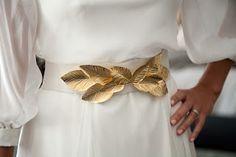 Complementos de novia // Bridal Accessories: Hojas doradas de Sole Alonso para un cinturón de novia