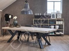 Robuuste tafel Sturdy Leg is een tafel van eikenhout met een fraai onderstel. Concrete Table, Concrete Furniture, Steel Furniture, Wood Table, Rustic Furniture, Modern Furniture, Furniture Design, Industrial Furniture, Dining Table Design