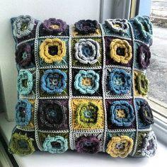 Divine cushion, love these colors. Freebie square pattern on  Ravelry by Beata Basik. girlphotoblogs.com