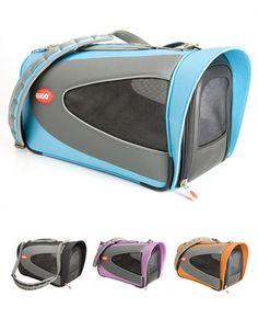 ペタスコープ(犬のキャリーバッグ)  外観のイメージよりも軽量でスポーティーなキャリーバッグです。クレートのように犬が出入りしやすいデザインで、床や地面に置いても安定感抜群です。素材は頑丈な840デニールナイロン製で撥水性もあります。入口も含め2層のメッシュ窓が左右にあるので通気性も良好です。奥行きがあるのでダックスなどの胴長犬や標準的なコーギーなどでもOKです。 Carry Bag, Bags, Handbags, Taschen, Purse, Purses, Totes