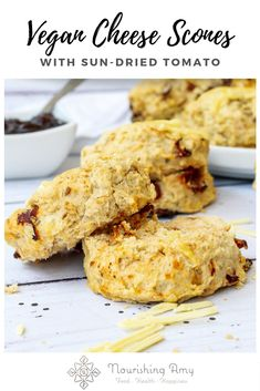 Recipes Snacks Savoury Light and fluffy vegan savoury scones with grated cheddar cheese and sun-dried tomatoes. They are easily gluten-free and make a delicious addition to afternoon tea. Savoury Biscuits, Savory Scones, Savoury Baking, Vegan Biscuits, Vegan Baking, Healthy Baking, Gluten Free Scones, Vegan Scones, Vegetarian Breakfast