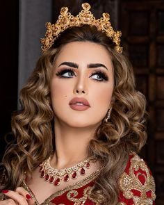 Image may contain: 1 person, closeup Bridal Makeup Looks, Indian Bridal Makeup, Bride Makeup, Wedding Hair And Makeup, Vacation Makeup, Beauty Zone, Muslim Beauty, Arabic Makeup, Indian Wedding Hairstyles
