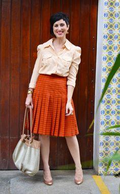Looks de trabalho: mistura de estampas e uma saia!