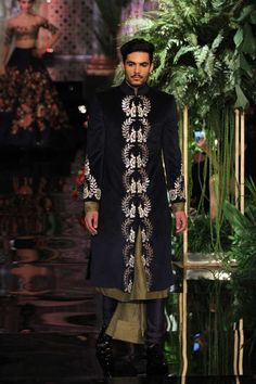 Manish Malhotra opened the India Couture Week Bollywood faces like Deepika, Katrina graced The fashion week in Delhi. Tall Men Fashion, Indian Men Fashion, Mens Fashion Suits, India Fashion, Men's Fashion, Couture Week, Mens Traditional Wear, Traditional Outfits, Mens Ethnic Wear