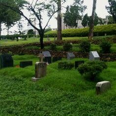 비에 젖은 양화진 선교사 묘원