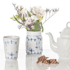 Norgesglassene i porselen er håndstøpt på @porsgrundsporselaensfabrik Flere av modellene kommer også med det fantastiske stråmønsteret. Utrolig kult! #gavetips #norgesglasset #norgesglass #porselen #stråmønster #bogstadstrå #porsgrund #porsgrundporselen