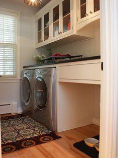 Espaço para o cachorro junto à lavanderia