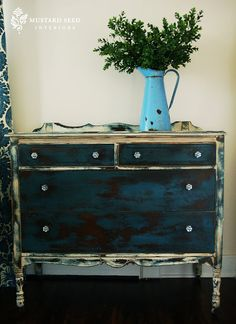 Miss Mustard Seed painted this chest in Aubusson Blue and Old White Chalk Paint® decorative paint by Annie Sloan and did it beautifully xx Annie Sloan Chalk Paint Aubusson Blue, Chalk Paint Dresser, Chalk Paint Furniture, Hand Painted Furniture, Furniture Projects, Furniture Makeover, Diy Furniture, Indigo Furniture, Hutch Makeover