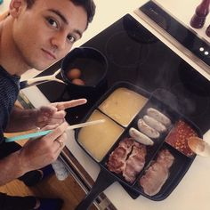 Everyone Is Freaking Out Over Olympic Diver Tom Daley's All-In-One Frying Pan http://greatideas.people.com/2016/01/04/tom-daley-frying-pan/