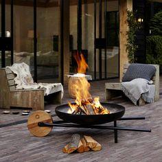 BARROW braséro barbecue de Konstantin Slawisnki. Les designers Ding3000 ont été inspirés par la forme d'une brouette pour la création de ce braséro. http://www.designers-avenue.com/fr/jardin-et-terrasse/3033-barrow-brasero-barbecue-konstantin-slawinski-4260184135004.html