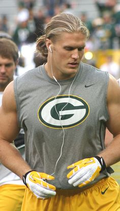 green bay haircut football nfl player clay matthews and his really 5466