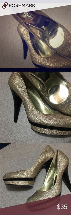 Carlos Santana platform shoes Carlos Santana platform gold/black new heel with out a box Carlos Santana Shoes Heels