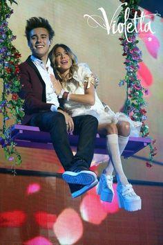 Jorge Blanco e Martina Stoessel no concerto «Violetta Live» (Jorge Blanco=León;Martina Stoessel=Violetta)