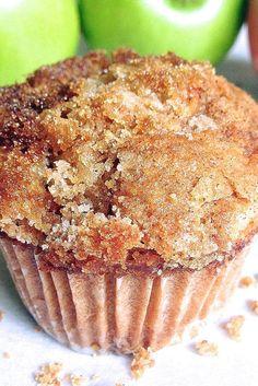 Muffins Apple Muffins Recipe Add a scoop of cinnamon chips!Apple Muffins Recipe Add a scoop of cinnamon chips! Apple Desserts, No Bake Desserts, Dessert Recipes, Apple Baking Recipes, Green Apple Recipes, Apple Recipes Easy, Cupcakes, Cupcake Cakes, Muffins Double Chocolat