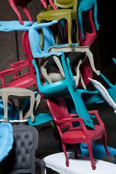 De Plastic Fantastic collectie van JSPR: barok meets hip! Klassieke meubels waarmee je gerust in de regen kan zitten, een feestje kan geven of heerlijk een boek in kunt lezen in het lentezonnetje!   Verkrijgbaar bij Gimmii in verschillende soorten en kleuren!