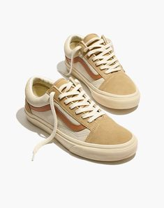Madewell x Vans® Unisex Old Skool Lace-Up Sneakers in Camel Colorblock Source by carsonerowan shoes vans Cute Womens Shoes, Womens Shoes Wedges, Cute Shoes, Me Too Shoes, Women's Shoes, Flat Shoes, Shoes Style, Casual Shoes, Cute Vans