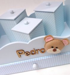 Kit higiênico com bandeja. 3 potes revestidos em tecido. Decorado de acordo com o tema do quarto do bebê. Diversas cores e padronagens. Obrigada pela visita, Marias Criativas Baby Shower Gifts, Baby Gifts, Wooden Toy Boxes, Kit Bebe, Baby Box, Baby Shower Balloons, Baby Decor, Toy Chest, Decoupage